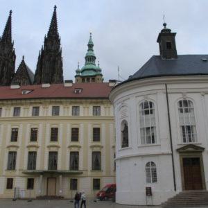 Pražský hrad druhé nádvoří katedrála svatého Víta Václava a Vojtěcha