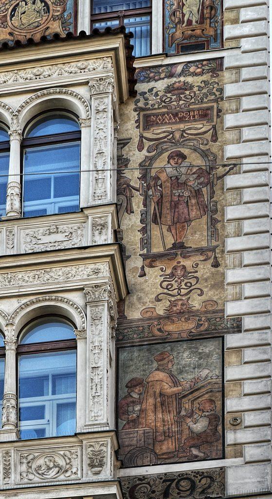 Čtvrtý dvojobraz, umístěný vpravo od arkýře, je také orientován na Václavské náměstí (Foto: Miloslav Čech)