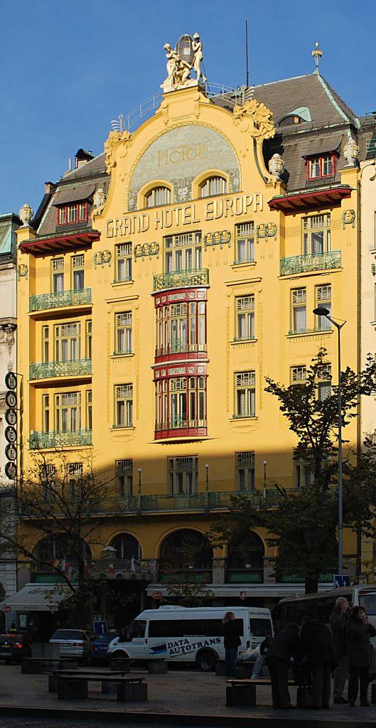 Otáčivá restaurace na Petříně, která nebyla postavena (Kresba: Jiří Filípek)
