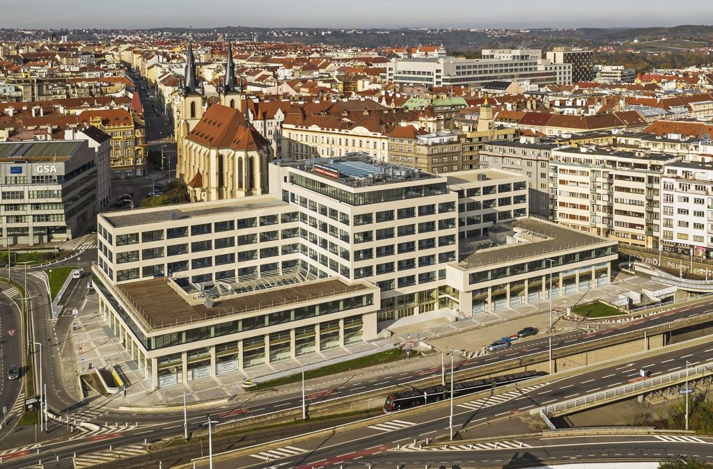 Elektrické podniky s moderní fasádou. Fotografii laskavě poskytla projekční kancelář TaK Architects.