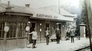 Vlaková zastávka Nelahozeves se nachází naproti rodnému domu Antonína Dvořáka (Foto: archiv Tomáše Bezoušky)